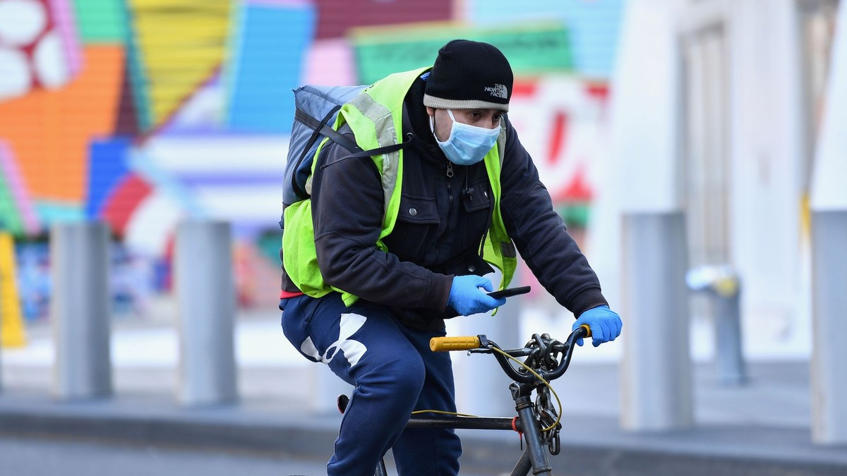 Food Delivery Workers Told Us About Their 'Indescribable Fear' During the Coronavirus Outbreak