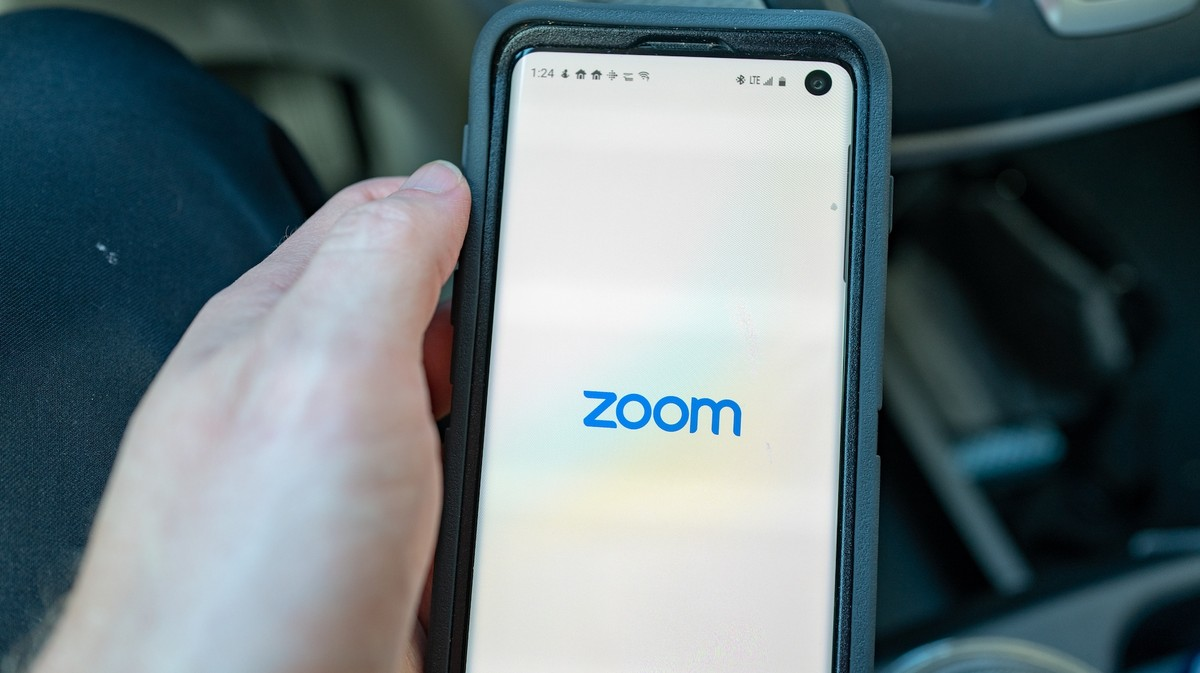 Zoom Removes Code That Sends Data to Facebook