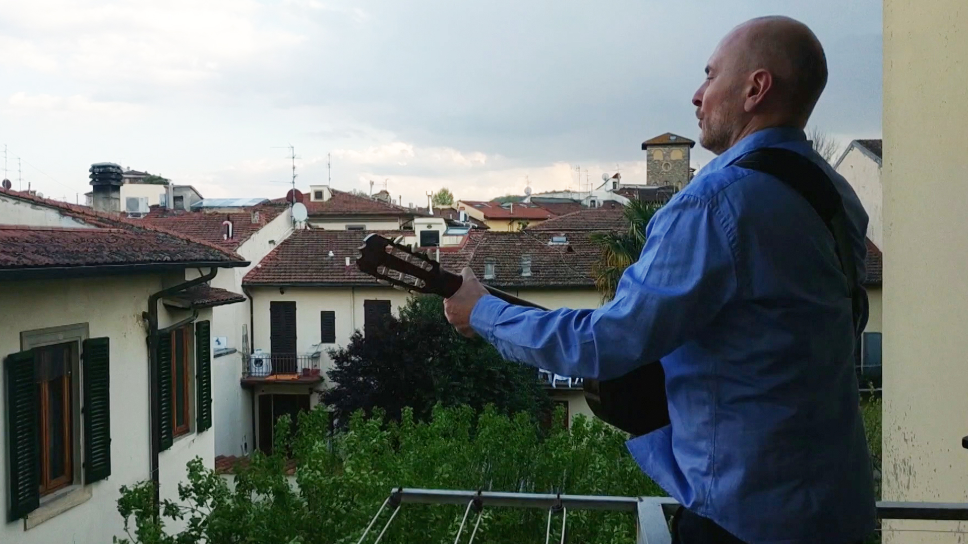 , That Viral Italian Opera Singer Took Time Off to Mourn a Friend — And Now He's Back on His Balcony, Saubio Making Wealth
