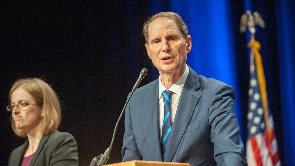Senator Wyden Wants Congress to Investigate Which Local Cops Have Hacking Tools