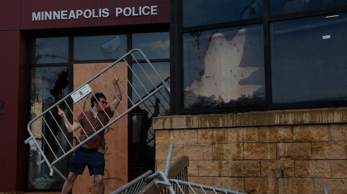 Minneapolis is Burning: Protesters Loot and Set Buildings On Fire to Protest Police Killing of George Floyd