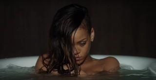 Rihanna In Vasca Da Bagno.Abbiamo Messo In Classifica Tutte Le Personalita Di Rihanna Dalla