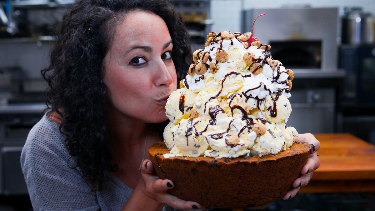Giant Cookie Bowl Sundae - The Cooking Show